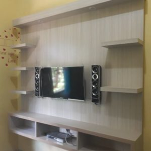 Panel TV minimalis kayu natural